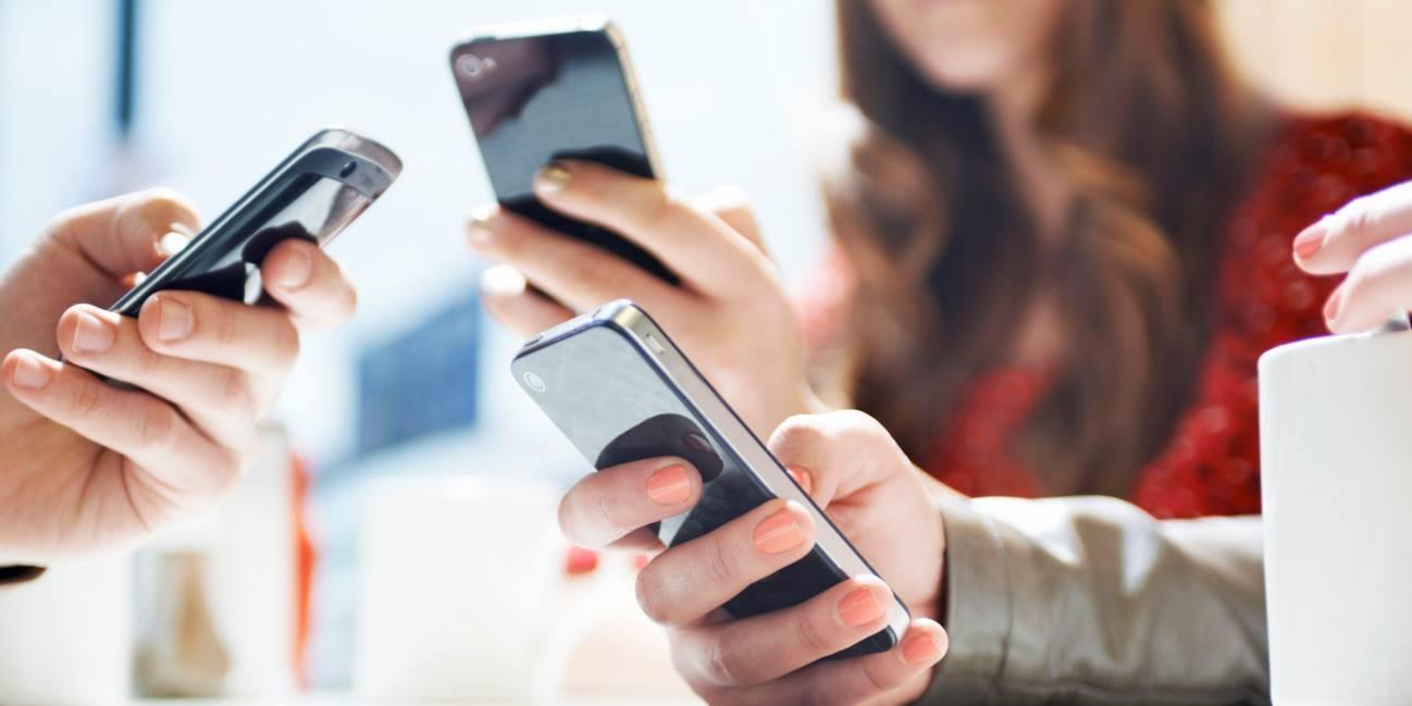 Operadora de telefonia deve indenizar por cobranças indevidas